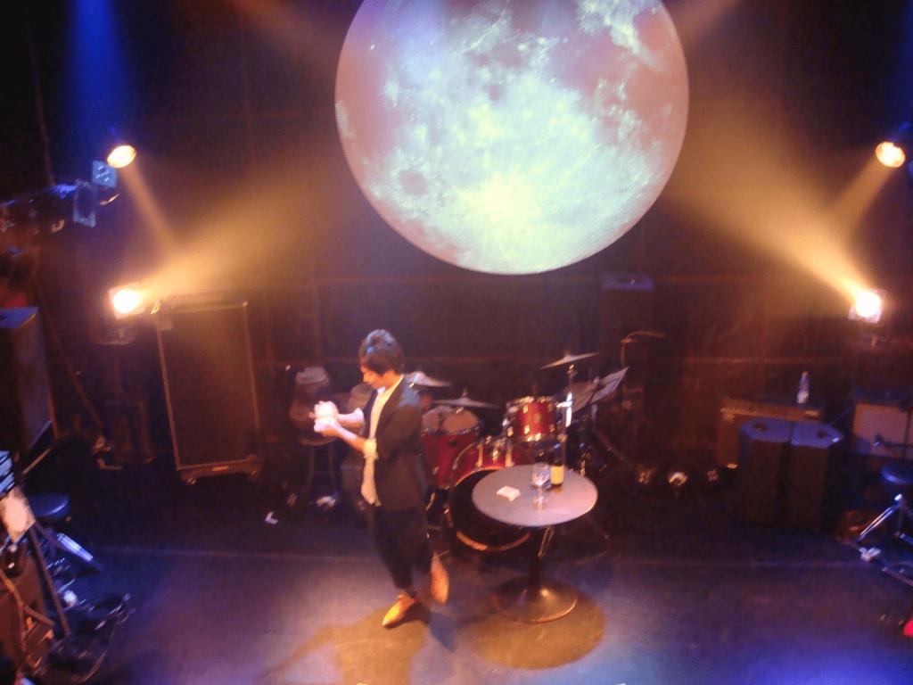 青山の「月見ル君想フ」にて音楽ライブ